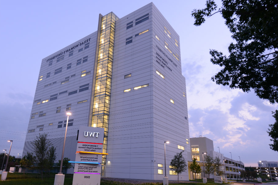 A photo of TWU's T. Boone Pickens Institute of Health Sciences center in bet体育, TX.