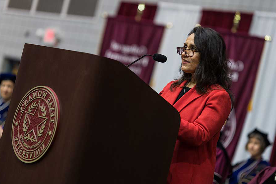 Alia Moses speaks at TWU's 丹顿 commencement ceremony in Kitty Magee Arena.